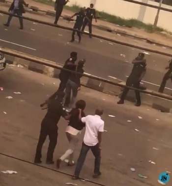 Moment Police Officers Beat Up Female Protesters in Lagos (Video)